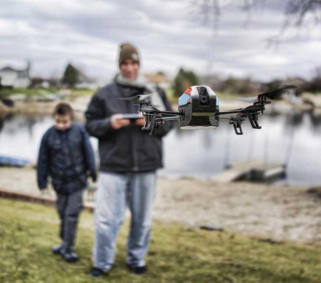 drone flying - 人気急上昇中のドローン、飛行および操縦・撮影方法には要注意!