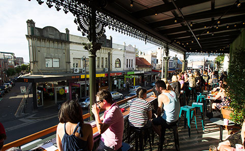 "newtown - 母の日には""菊""を贈り、レストランで朝食がオーストラリア流。というわけでBillsは母の日に予約できるのか?"