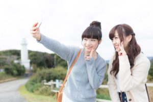 selfy 300x200 - アリアナ・グランデに学ぶ!自撮りを可愛く撮る10のコツ